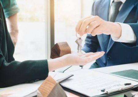 el arrendamiento de empresa, industria o negocio