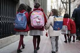 Los gastos escolares están incluidos en la pensión de alimentos