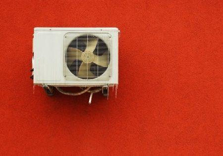 Molestias por el ruido de un aire acondicionado