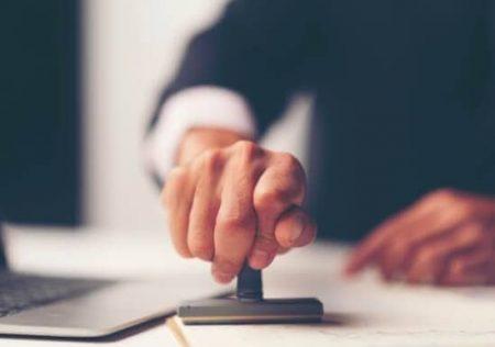Certificación unilateral de deuda aportada en el monitorio